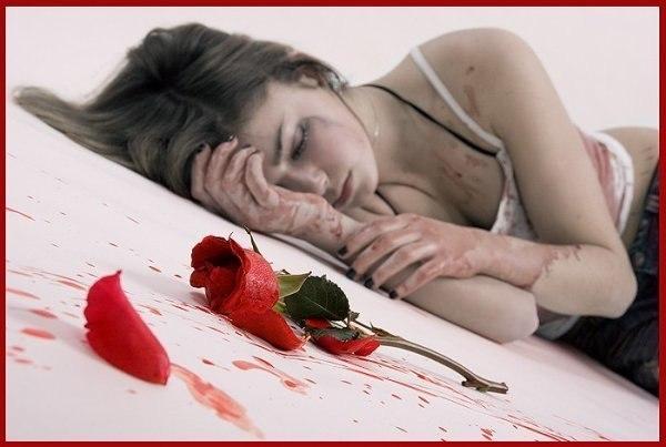 Дівчина троянда кров