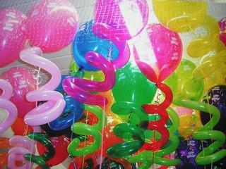 Одним из обязательных элементов любого праздника давно стали. воздушные шарики.