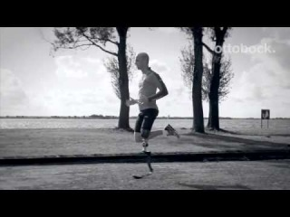 Amputee runner with his 3S80 fitness knee and Genium microprocessor knee.