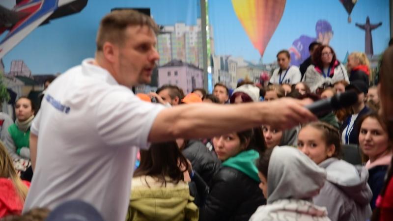Александр Носик отвечает на каверзные вопросы на МолГороде