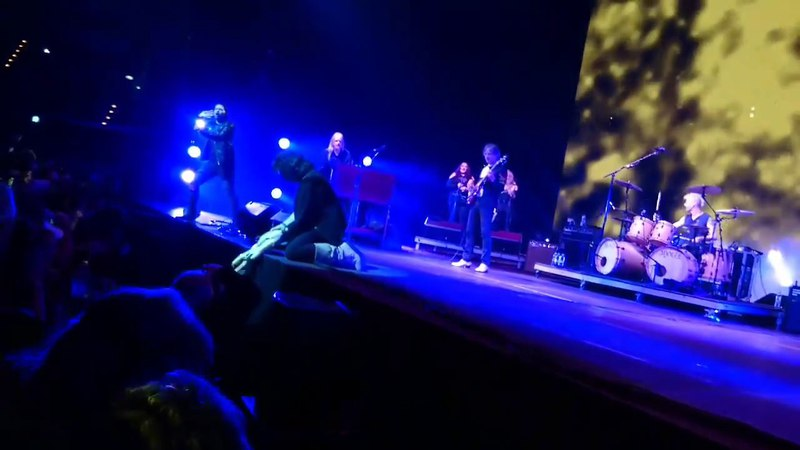 Ritchie Blackmore making crowd explode at Rainbow show in Berlin - 18th April 2018