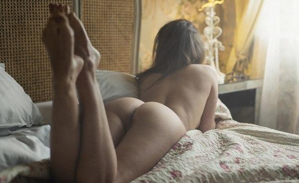 с дамской местом пониже спины