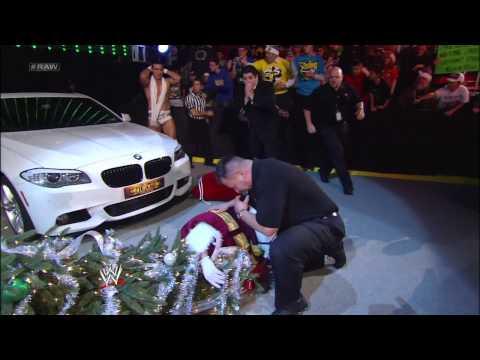 Alberto Del Rio accidentally hits Santa Claus with his car: Raw, Dec. 24, 2012