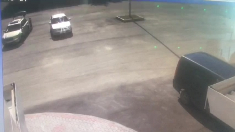 Мальчик на велике въехал в автомобиль и сломал госномер и поцарапал бампер