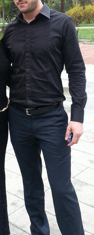 Роберт Азизов