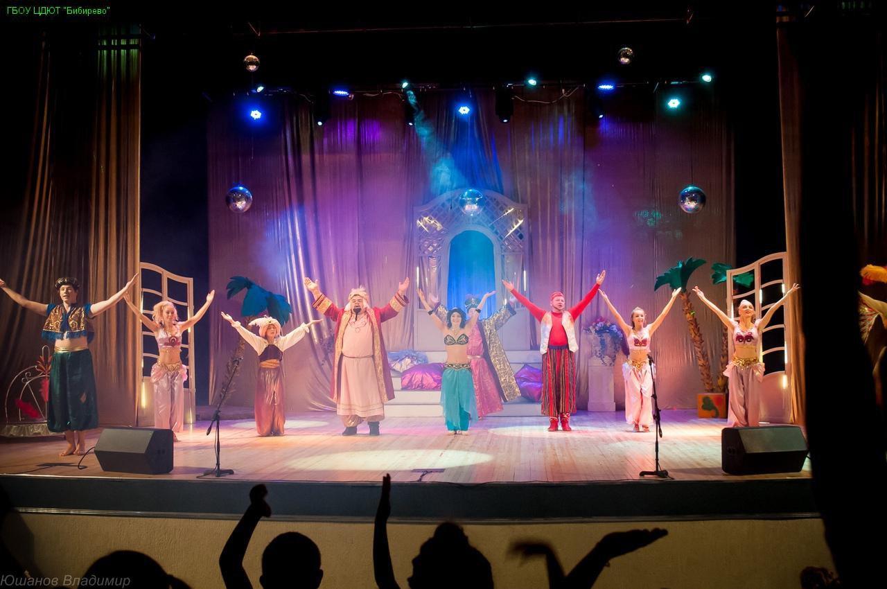 Театр-студия «Рампа» из Бибирева представила зрителям спектакль «Алладин и перо Жар-птицы»