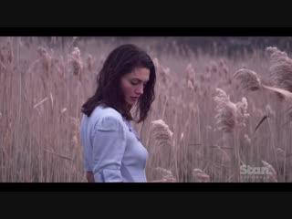 Фиби Тонкин (Хейли) в трейлере к сериалу
