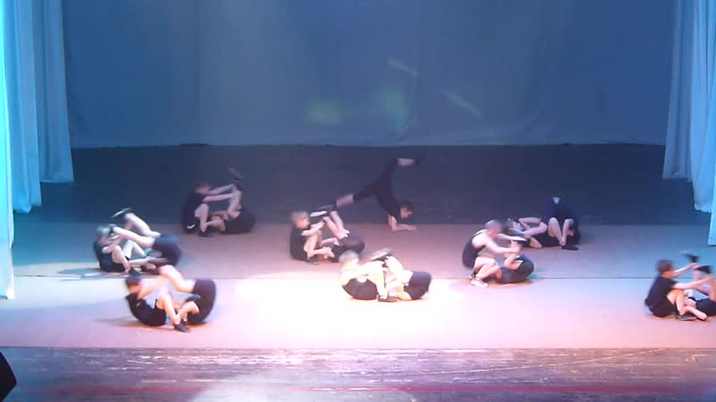 Выступление акробатов ФОКа Метеор