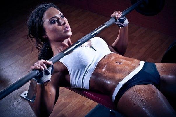Невероятная тренировка женской груди