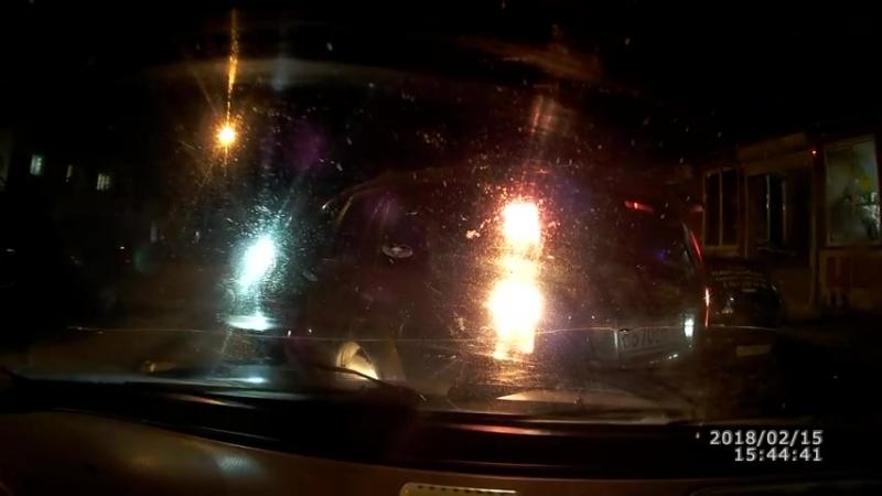 В Краснодарском крае неадекватный водитель Audi врезался в машины и давил прохожих