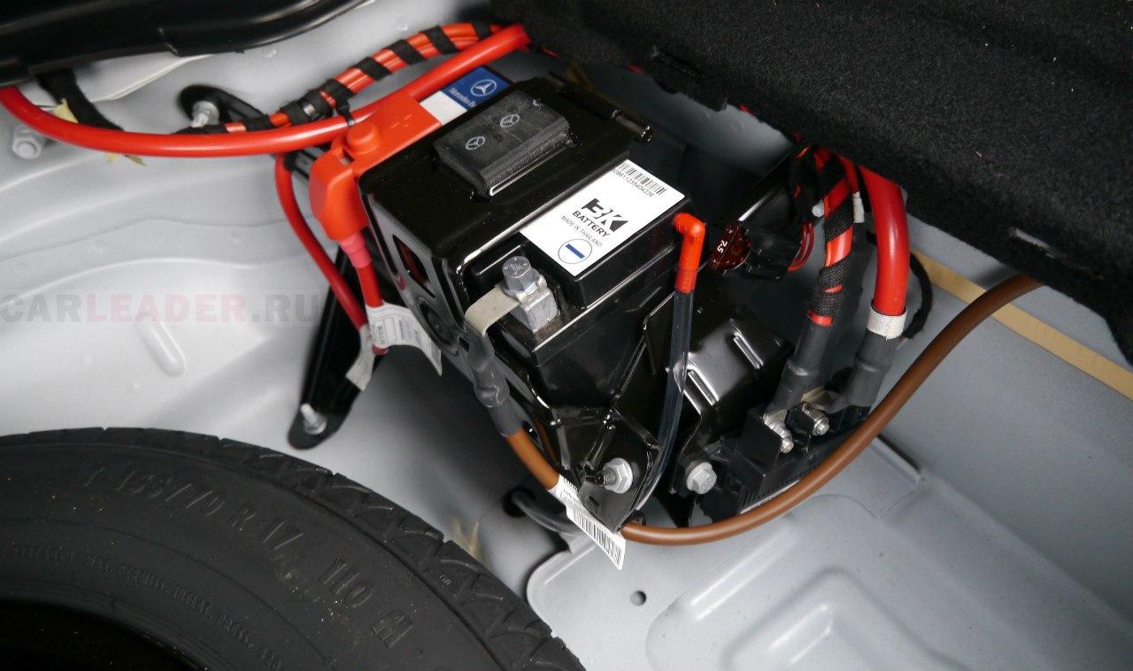 Второй аккумулятор тайского (?) производства работает в паре с основным - в автомобиле работает система Start-stop.