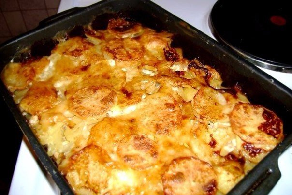 Мясо с картошкой и сыром в духовке пошаговый