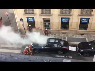Своеобразная техника борьбы с огнём от парижских спасателей 🚒 🇫🇷