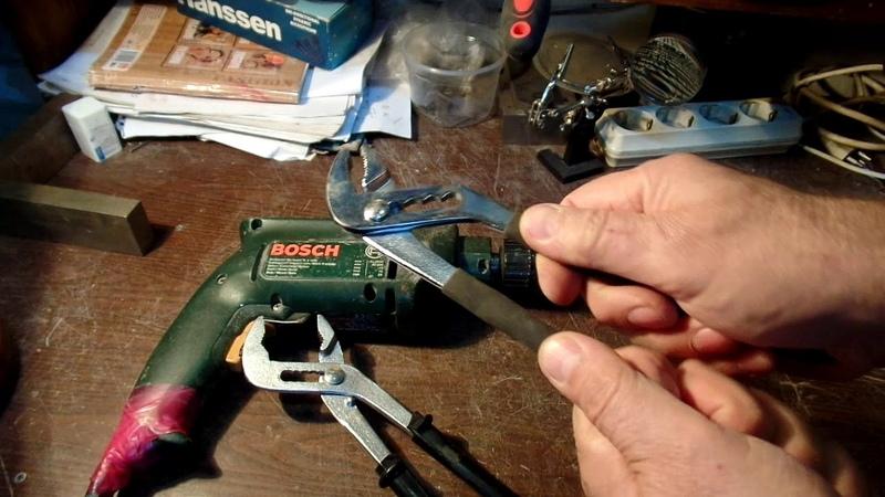 Как открутить заклинивший само зажимной патрон в ударной электродрели