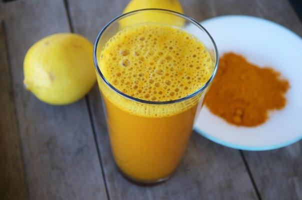 Вот, что происходит с вашим организмом, когда вы добавляете к воде с лимоном куркуму.