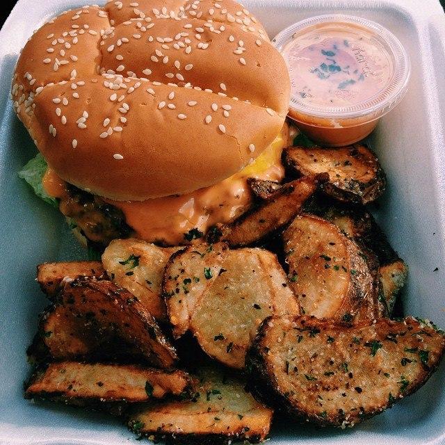 бургер и картошечка