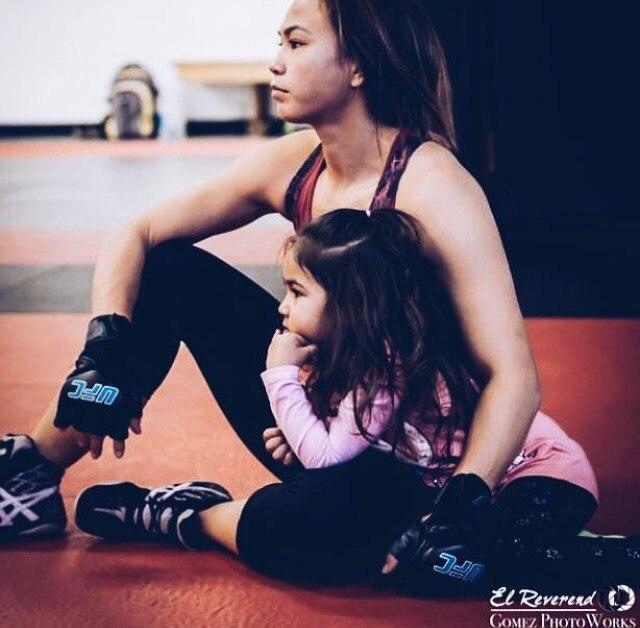 Мишель Уотерсон со своей дочкой