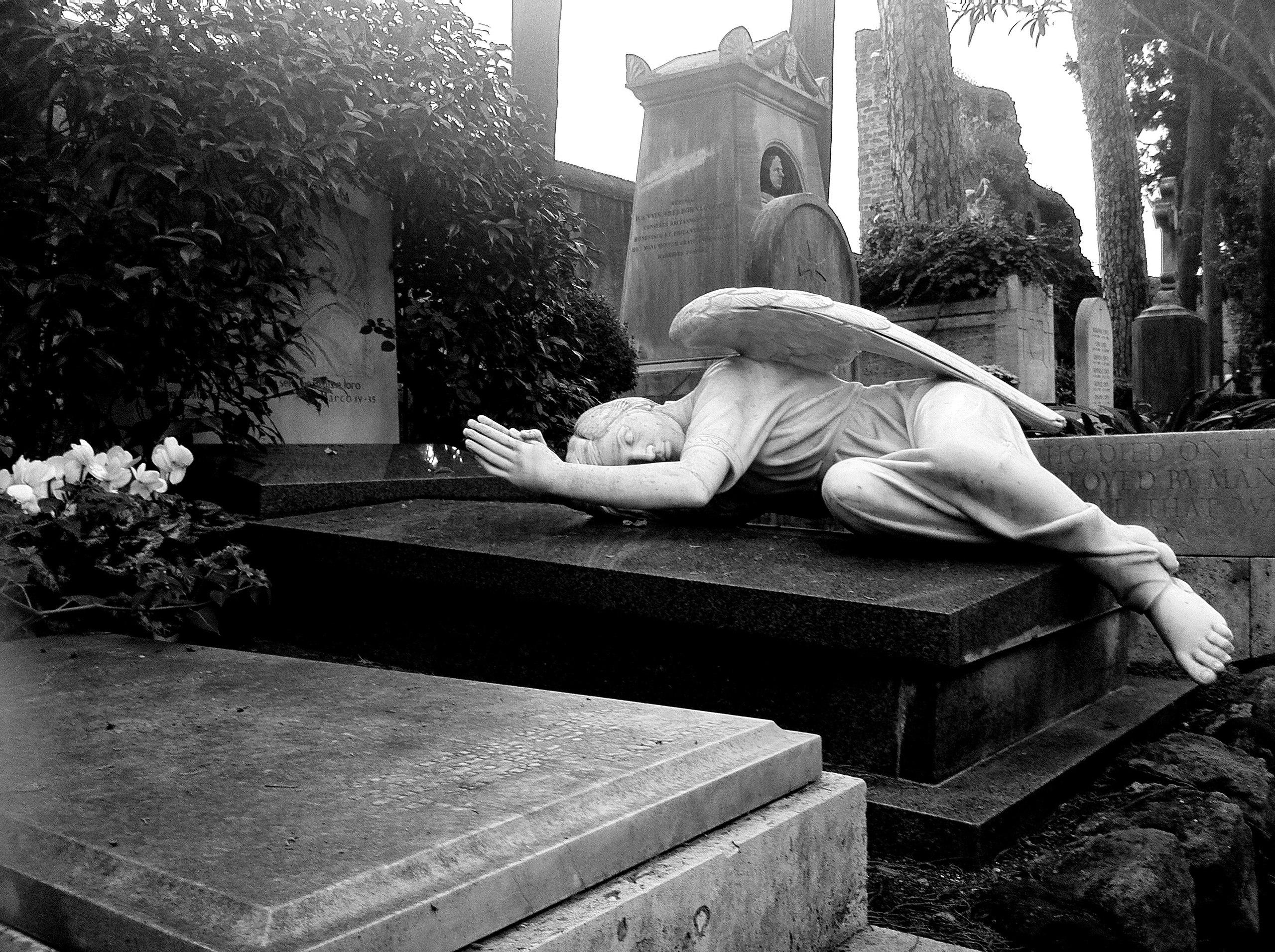 Видела во сне много памятников
