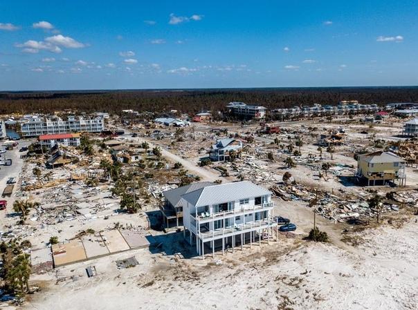 ураган «майкл», который обрушился в октябре этого года на побережье флориды принес масштабные разрушения – почти все старые дома, построенные еще в 1970-х годах, были полностью разрушены. но вот