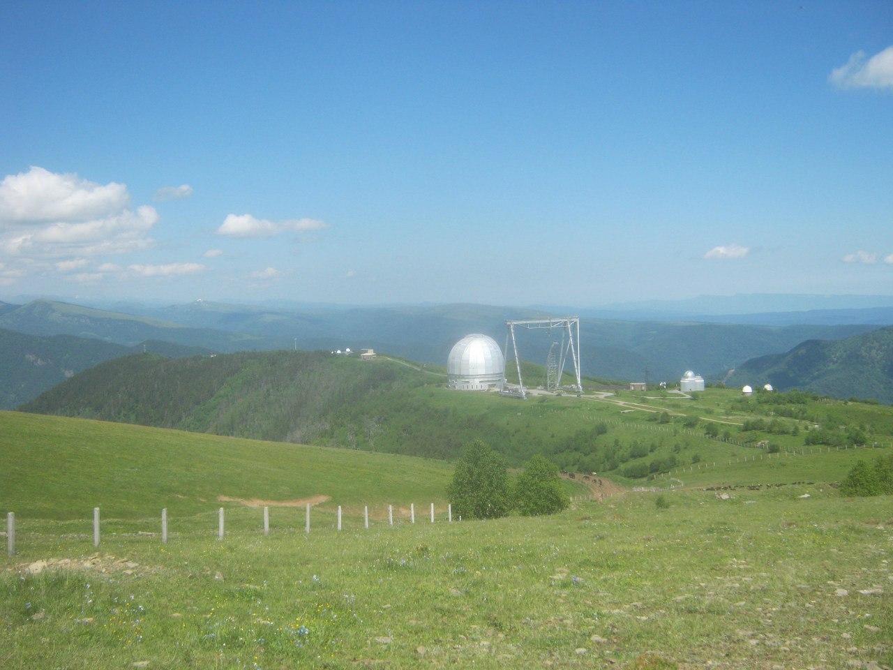 Вид с хребта на обсерваторию в Нижнем Архызе