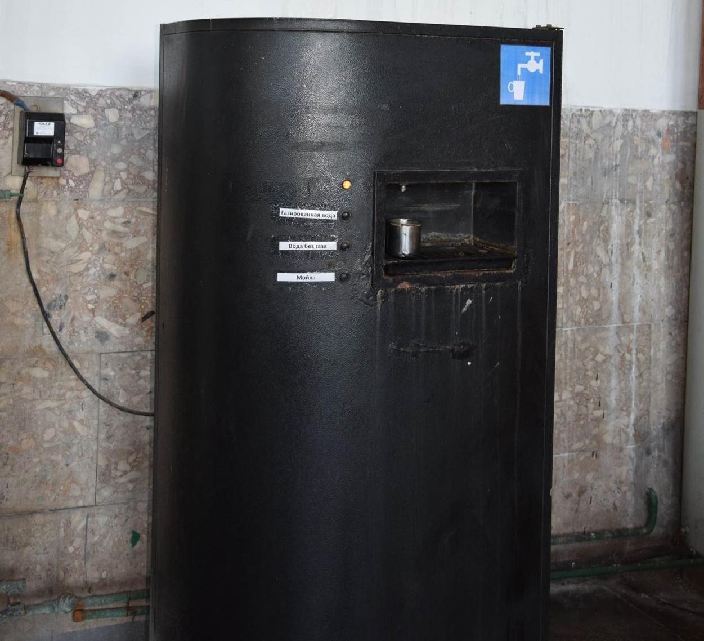 В советское время похожите автоматы с газированной водой стояли на улицах