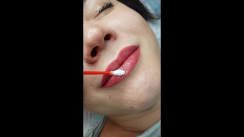 Перекрытие старого татуажа губ