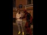В центре Петербурга Дэдпул поздравил Дзюбу с миллионным подписчиком в Instagram