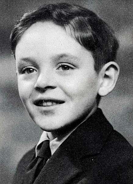 Энтони Хопкинс Этого актера можно назвать одним из самых популярных людей планеты. Но к своей вершине он шел очень долго, и путь этот был нелегок. Зато сегодня миллионы без ума от его