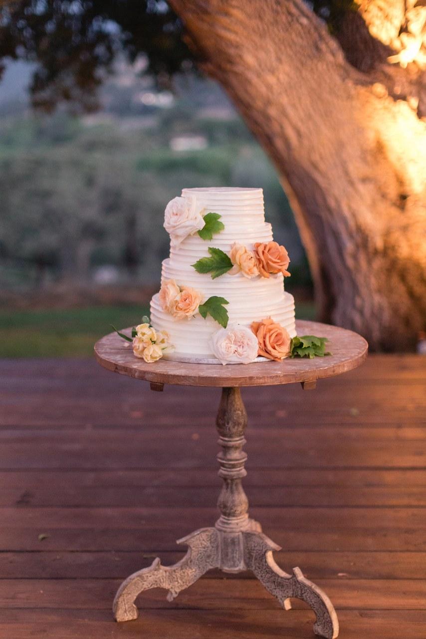 1JbLaExORuk - Почему молодожены разрезают вместе свадебный торт?
