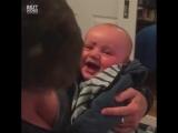 Наверное это самая смешная вещь которую видел малыш