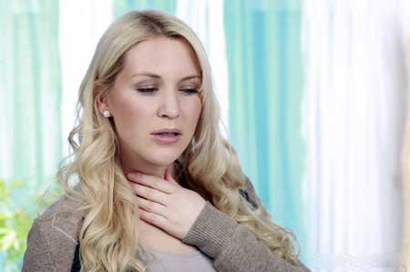 Боль в горле может быть ослаблена, если принять таблетки прополиса