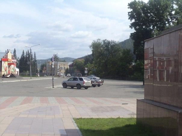 около памятника Чорос Гуркина.