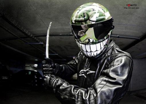 286Фото байкера в шлеме на аву