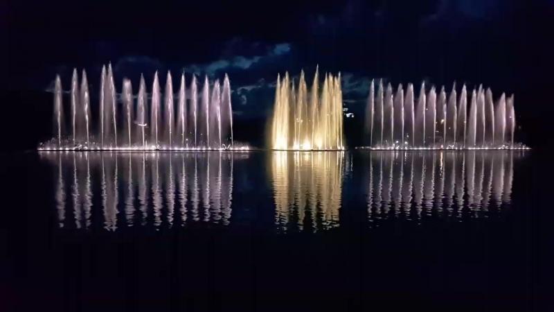 На озере Абрау-Дюрсо. Поющие фонтаны. 03.06.2017 (720p).mp4 » Freewka.com - Смотреть онлайн в хорощем качестве