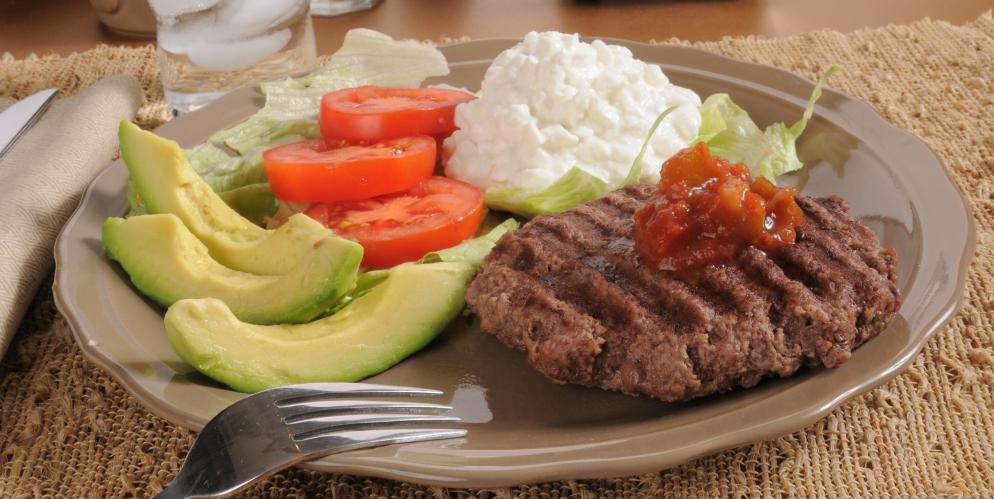 Мясо, молочные продукты и другие цельные продукты обеспечивают как макроэлементы, так и микроэлементы
