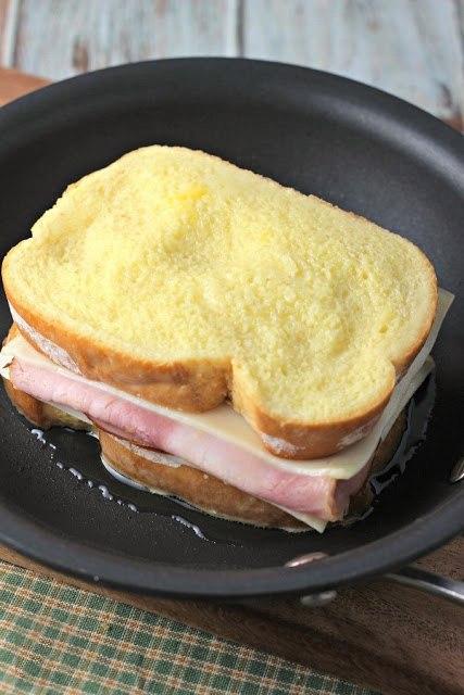 Сэндвич с сыром и ветчиной Легко, быстро, а