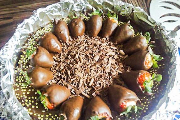 клубника в шоколаде рецептклубника в шоколаде в кулинарии, особенно, домашней кулинарии, есть такое понятие, как быстрые десерты. клубника в шоколаде относится к таким рецептам. но, только уже от одного представления этого блюда становится понятный,