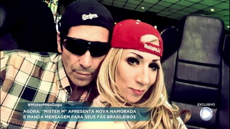 Mister M apresenta nova namorada e manda mensagem para os fãs brasileiros
