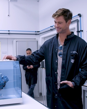 TAG Heuer no Instagram TAG Heuer Ambassador @chrishemsworth stopped by our Manufacture in La Chaux de Fonds for some hands on time with our exper