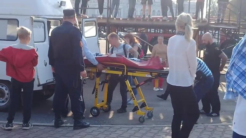 Иномарка врезалась в стену Музея городского быта в Угличе