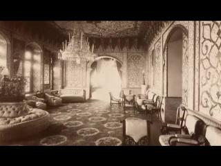 Тбилисской государственной академии искусств. Во время реставрации под советскими картинами сциентисты нашли оригинальные иранск