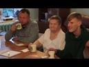 Волонтеры фонда Старость в радость пьют чай с нашими насельниками