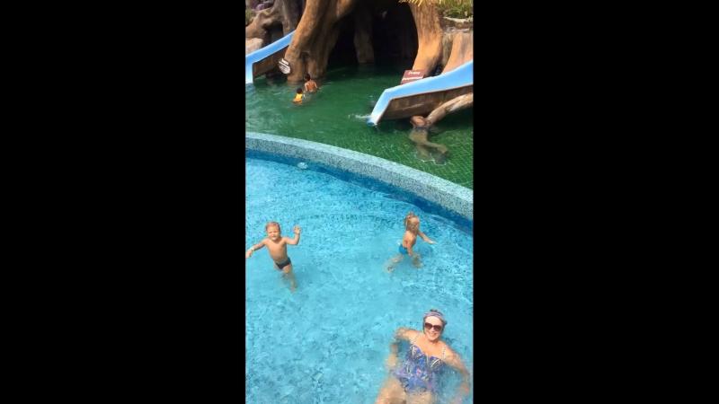 Аквапарк и мальчуганы