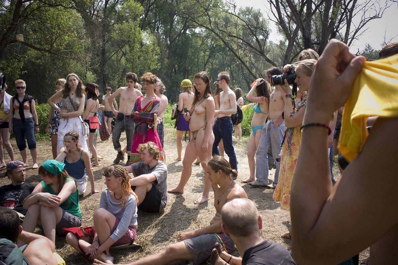 Пустые холмы голые девушки