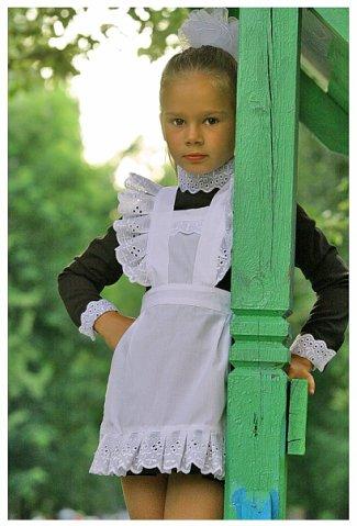 вид первоклассница в белом фартуке Москва Малага выгодным