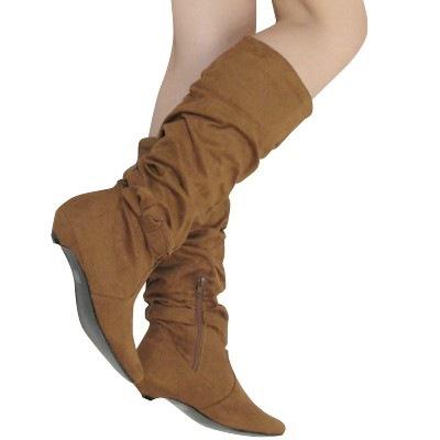 Замшевая обувь никогда не выходит с моды, стильная и эффектная.
