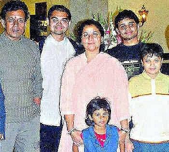 митхун чакраборти фото с семьей