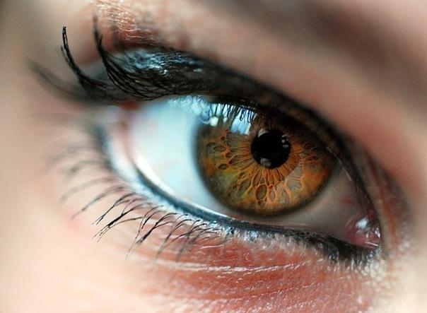 Люди с такими глазами очень влюбчивы.