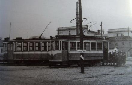 Трамвайні вагони біля залізничного вокзалу, 1942 рік.