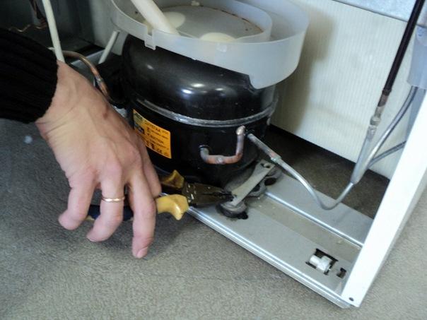 Как самостоятельно заменить компрессор в холодильнике